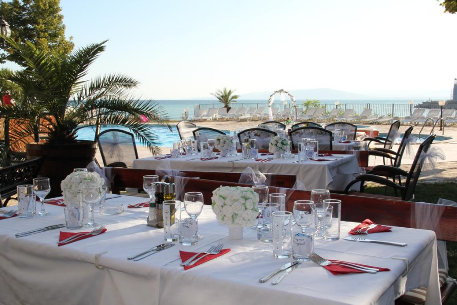 Helios_hotel_restaurant2