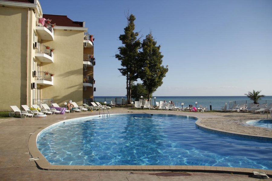 Helios_hotel_swimming_pool